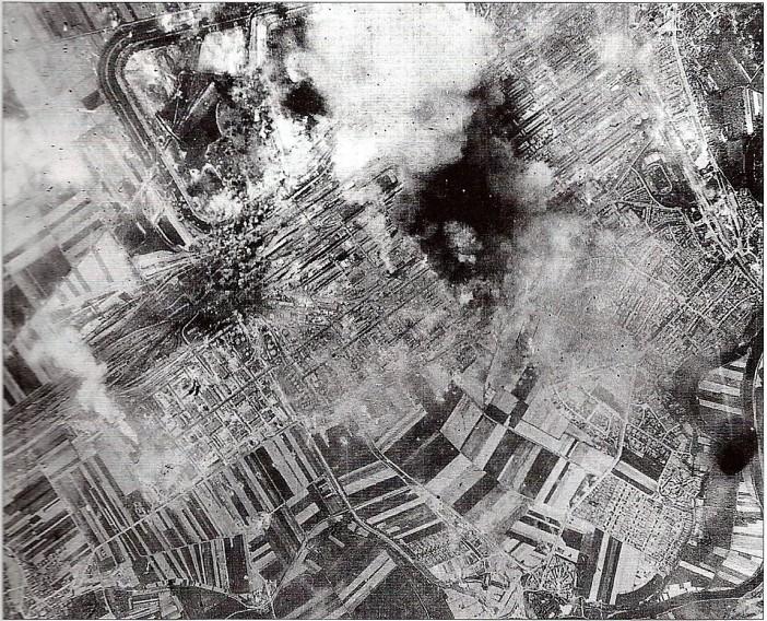 Des_bombes_tombent_sur_la_raffinerie_de_Merseburg